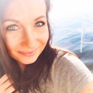 Portraitfoto auf dem Kabinenbalkon