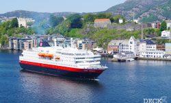 Hurtigruten Kong Harald bei der Hafeneinfahrt Bergen