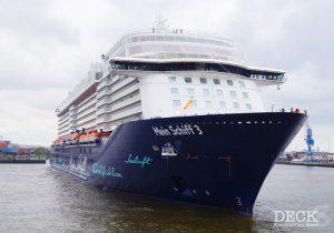 Mein Schiff 3 im Hamburger Hafen, beim Erstanlauf 2014