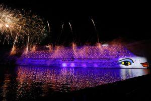 AIDAnova-Taufe: Feuerwerk nach der Taufzeremonie in Papenburg
