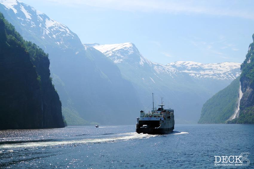Geiranger auf eigene Faust: Fjordsightseeing Geiranger – Bootsfahrt durch den Geirangerfjord