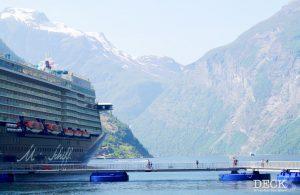 Die Mein Schiff 4 am Seawalk im Geiranger-Fjord