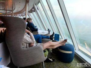 Himmel und Meer Lounge der Mein Schiff 4 mit Blick auf das Meer