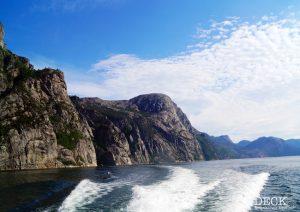 Blick auf den Lysefjord aus dem Ausflugsboot des Landausflugs in Stavanger