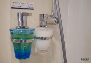Duschgel, Shampoo und Spülung in der Kabine der neuen Mein Schiff 2 von TUI Cruises