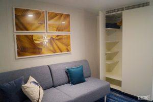 Bettcouch und Kleiderschrank in der Innenkabine der neuen Mein Schiff 2