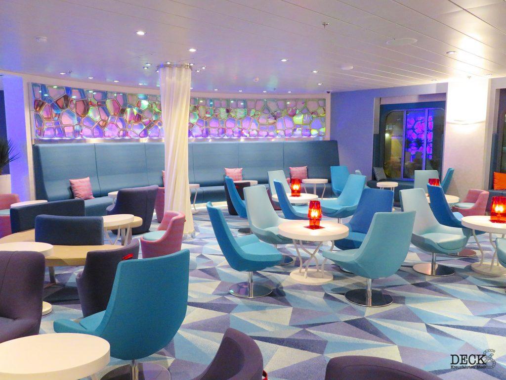 Sitzbereich in der TUI Bar auf der neuen Mein Schiff 2 von TUI Cruises