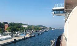 Blick von der Balkonkabine 7043 auf der Mein Schiff 1 auf Kiel