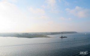 Blick auf die Kieler Förde vom Deck des Kreuzfahrt-Schiffes Mein Schiff 1 aus. Reise: Ostsee mit St. Petersburg