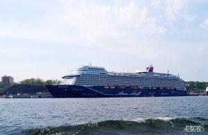 Mein Schiff 1 im Hafen von Stockholm, Blick vom Landausflugs-Boot