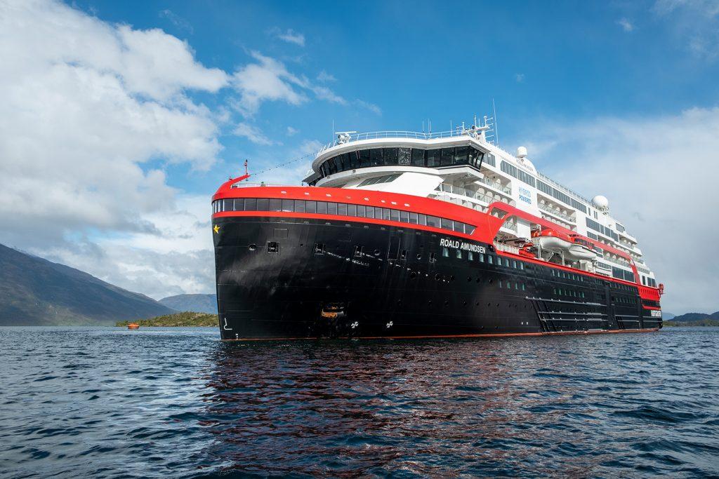 MS Roald Amundsen Puerto Eden, Chile (Foto: Andrea Klaussner / Hurtigruten)