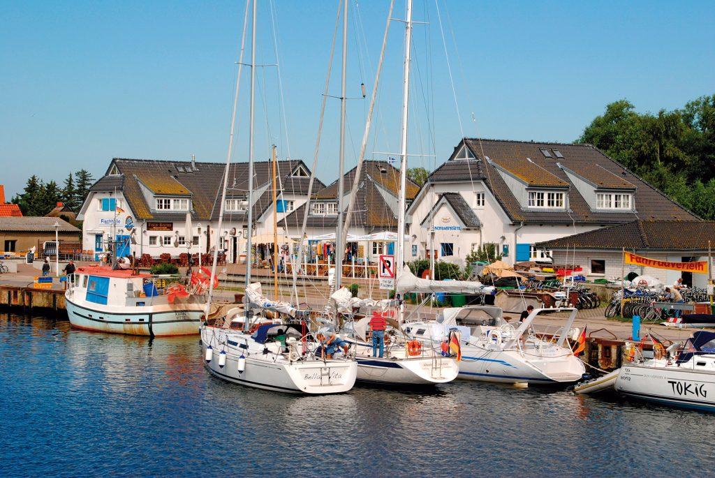 Mit einer Flusskreuzfahrt geht es ganz bequem im Sommerurlaub 2020 zu den schönsten Ostseehäfen.
