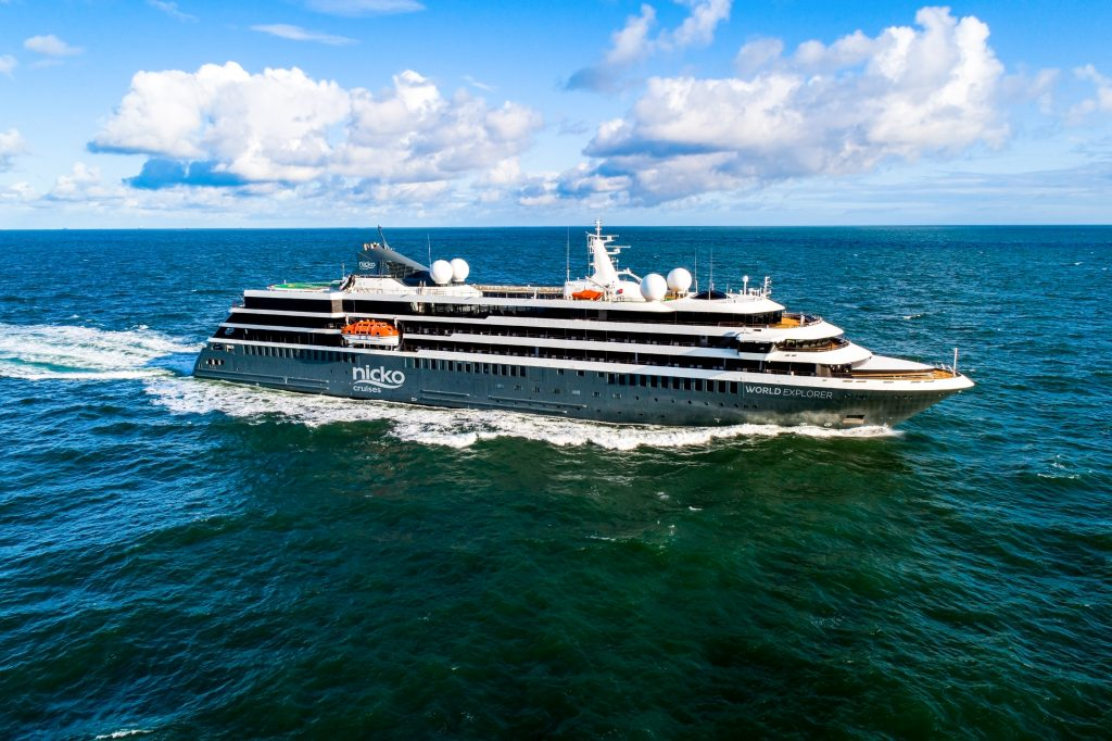 Expeditions-Kreuzfahrtschiff MS WORLD EXPLORER von nicko cruises / Mystic Cruises auf See